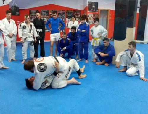 Jiu-Jitsu brasileño entrenando llave de suelo